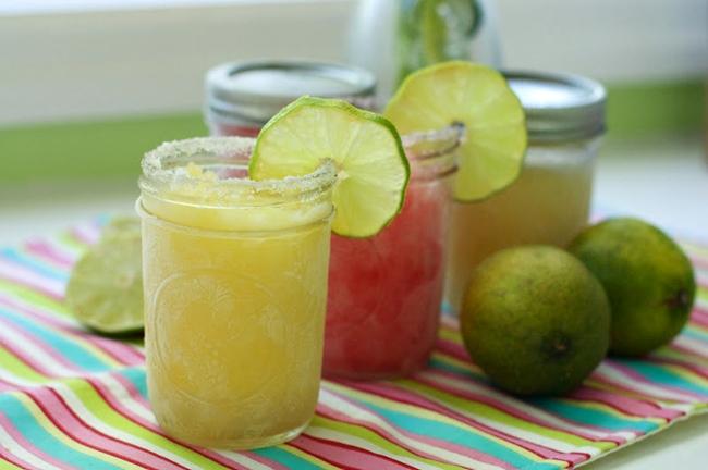 Best Beach Party Ideas: Frozen Mango Margaritas